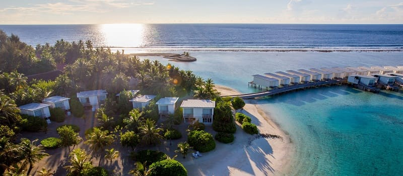 Holiday_Inn_Resort_Kandooma_Maldives4